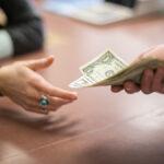 Как быть, если знакомая должна вам деньги?